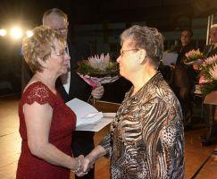 Auszeichnung Regina Bieneck-Wiegand mit der GutsMuths Ehrenplakette in Gold