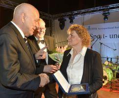 Ehrung Liane Reißmüller mit der Ehrenplakette des KSB