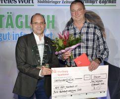 Tino Richter von der Wartburg Sparkasse zeichnete den WSV 07 Steinbach mit dem Sonderpreis aus.