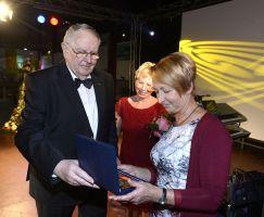 Auszeichnung Monika Dänner mit der Ehrenplakette des KSB für verdienstvolle Sportlehrer