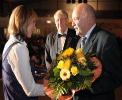 Ehrenplakette verdienstvolle Sportlehrer für Ilona Güth
