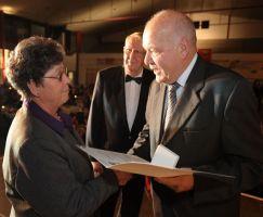 Guts Muths Ehrenplakette in Silber für Regina Bieneck-Wiegand