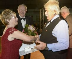 Auszeichnung Gerhard Pfaff mit der GutsMuths Ehrenplakette in Silber