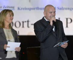 Silva Bergner (Suhler Verlagsgesellschaft) und Ike Darr (KSB) begrüßen die Ballgäste